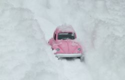 helt norsk å sitte fast med bil i snøen